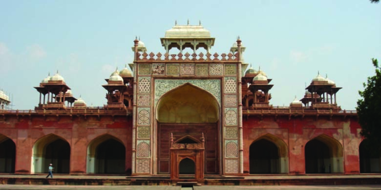 Red-Tomb-of-Akbar