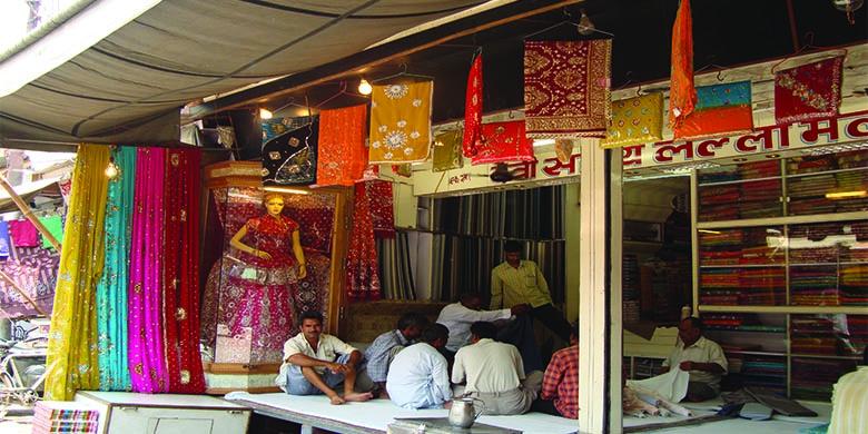 Old-Agra-Market-Walk
